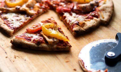 Pizza gesneden